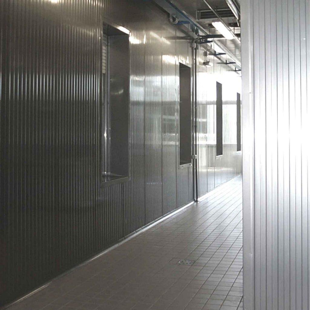 Corridoio per la movimentazione di prosciutti freschi dal locale di salatura alle celle di stagionatura