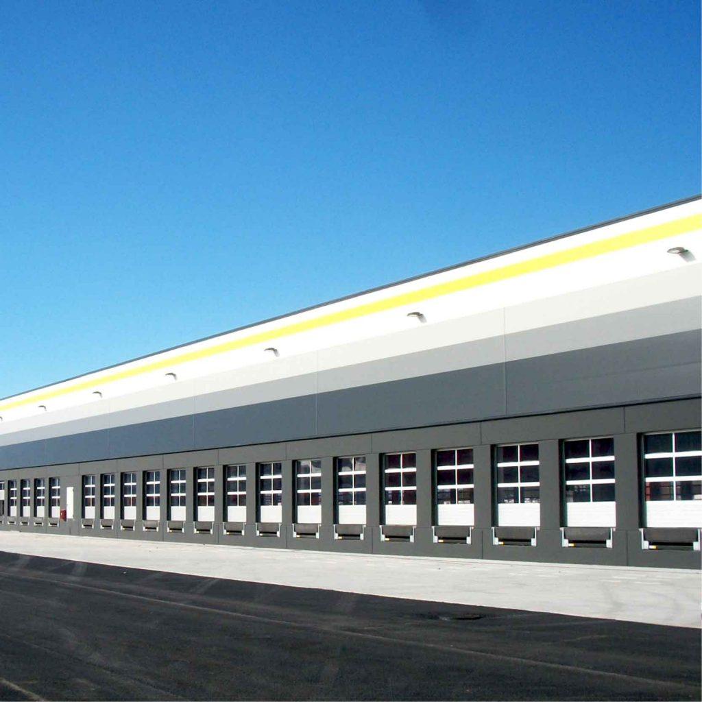 Magazzino logistico a temperatura ambiente per stoccaggio e movimentazione di prodotti alimentari senza conservazione a temperatura controllata